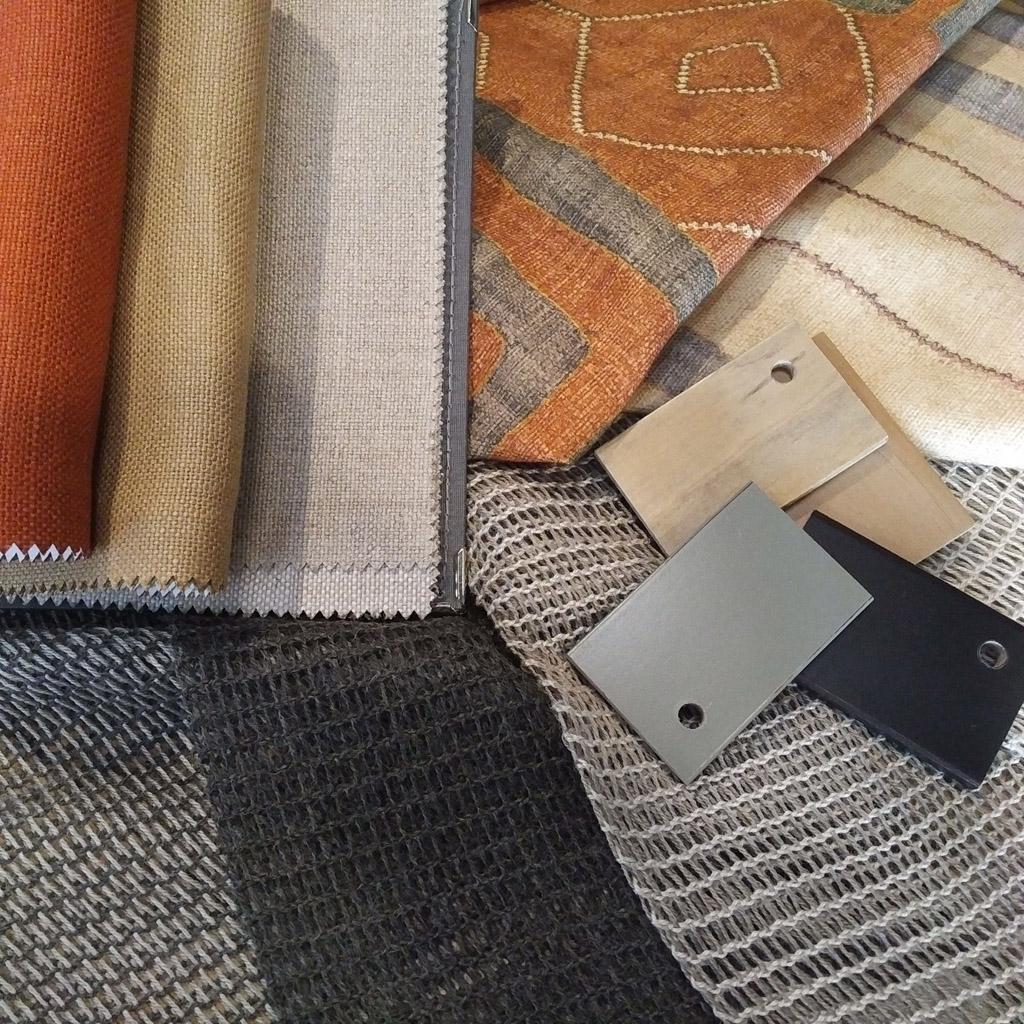 Coordinado textil en tonos calidos linos, visillos y estampados