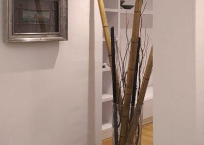 Decoración divisoria con palos de bambú