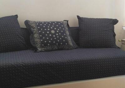 Dormitorio de invitados ropa de cama en azul marino Lexington