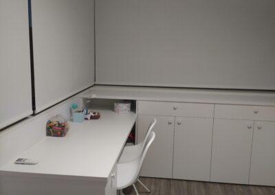 1 Mueble escritorio a medida en madera lacada en blanco