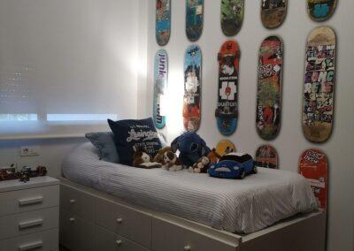 6 Dormitorio infantil papel skates
